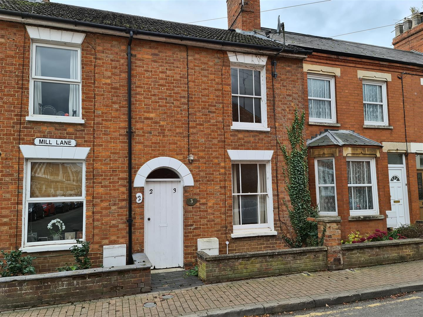 Charming Two bedroom property in the ever popular area of Stony Stratford. The property comprises of Living Area, Kitchen, Utility, Bathroom, Bedroom 1 & Bedroom 2. Great location only 2 minutes walk from the high street and available early September